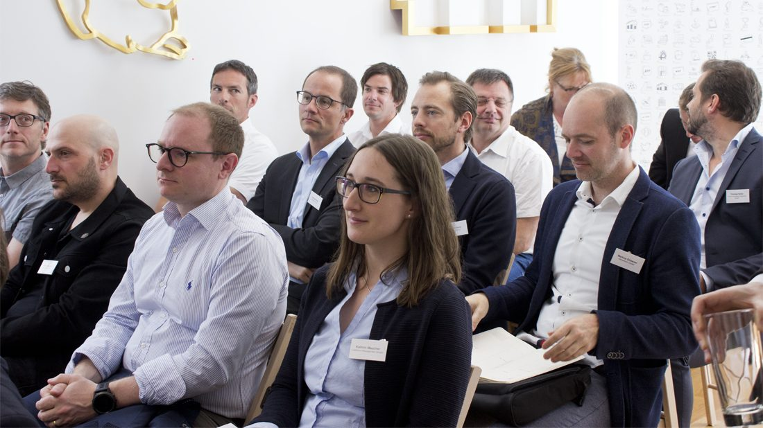 interessierte-besucher-beim-37-business-breakfast-feldkirch-digital-supply-chain